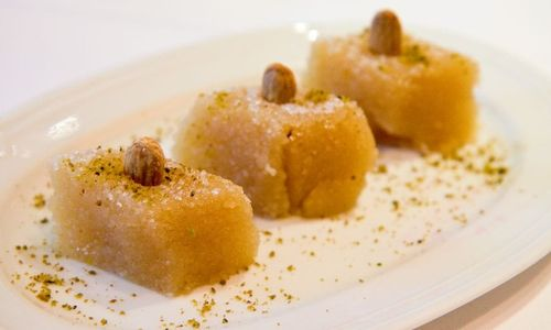 Ricetta Dolce greco di semolino, mandorle e cannella (Halvas)