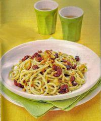 Spaghetti con uvetta e pinoli