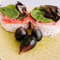 Torta salata con fichi e prosciutto crudo
