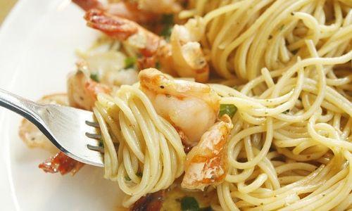 Ricetta Linguine con asparagi e code di gamberi