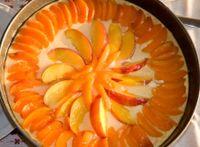 Torta di yogurt greco, semolino e frutta