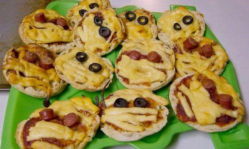Ricetta Pizzette mummificate di Halloween