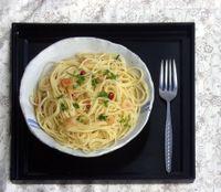 Spaghetti con aglio, peperoncino e tonno