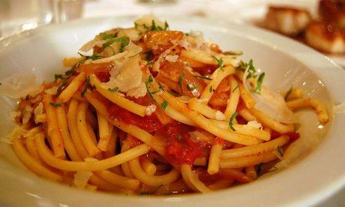 Ricetta Bucatini con salsiccia e melanzana