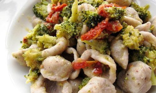 Ricetta Orecchiette con broccoli e pomodori