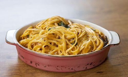 Ricetta Tagliolini in salsa con gamberi