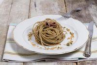 Spaghetti con pesto mediterraneo