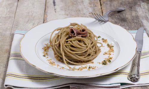 Ricetta Spaghetti con pesto mediterraneo