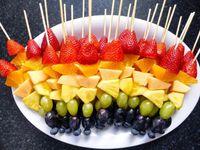 Spiedini di frutta con dulce de leche