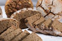 Pane di farro con semi vari