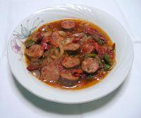Salsicce e peperoni piccanti (Spetsofai, ricetta greca)