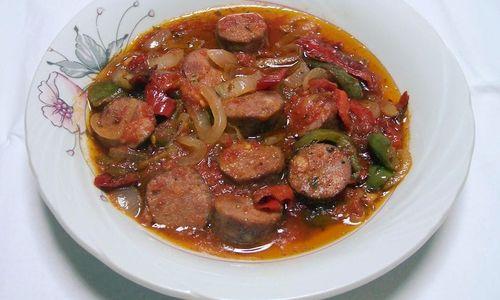 Ricetta Salsicce e peperoni piccanti (Spetsofai, ricetta greca)