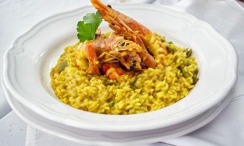 Ricetta Riso al curry, piselli e scampi