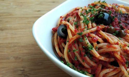 Ricetta Spaghetti con olive, capperi e pomodorini secchi